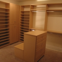 Walk-In Closet - Maple Thermofoil